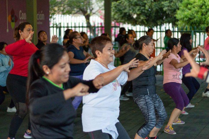 Disfrutan oaxaqueñas beneficios del baile fitness en Unidad Deportiva Santa Lucía (2).jpg