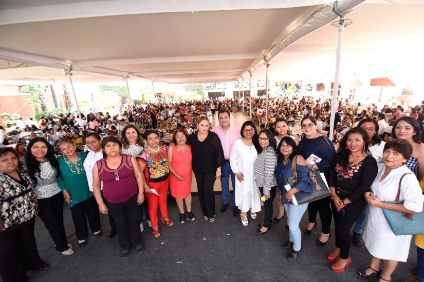 2-festejo-mamas-municipio.jpg