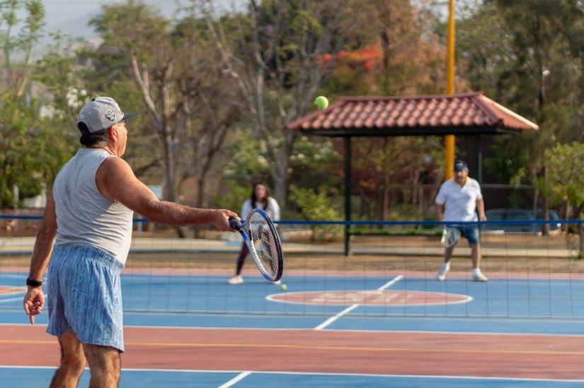 Clases de tenis en Parque Colosio, nueva alternativa de activación para la población (3).jpg