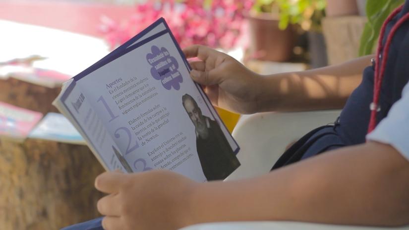 Ludotecas y Bibliotecas   (2).jpg